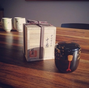 The Horaido natsume, its storage box, and drinking cups